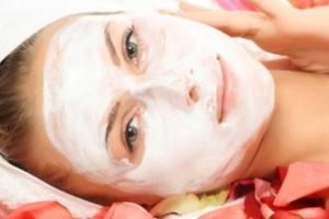 ماسک انار برای پوست های چرب و جوشدار