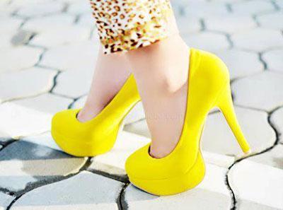 کفش های پاشنه بلند, راه رفتن با کفش های پاشنه بلند