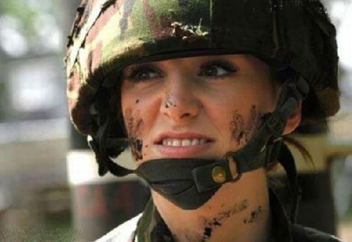 سرباز خوشگل,زیباترین سرباز های دنیا,سربازهای خوشگل,زن های سرباز,دختر های خوشگل سرباز