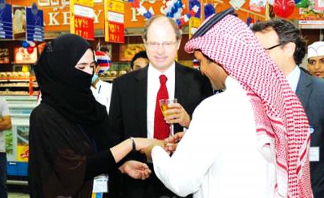 پیشنهاد ازدواج به دختر موردعلاقه در سوپر مارکت +عکس
