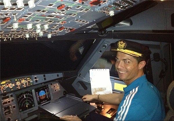 عکسی باور نکردنی از خلبانی کریستین رونالدو - www.campfa.ir