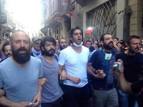 بازیگر حریم سلطان در اعتراضات ترکیه! + عکس www.campfa.ir