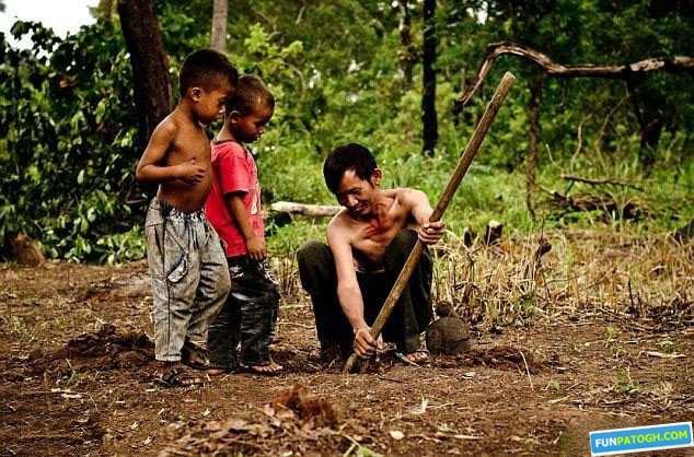 مردمی که رتیل زنده می خورند !!+تصاویر