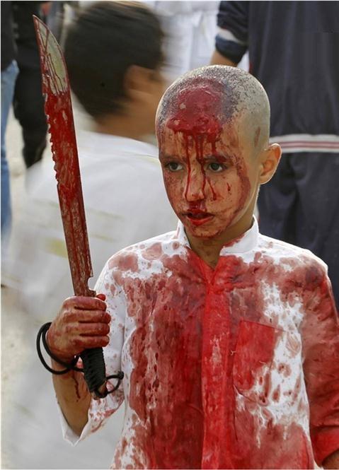 روشهای غبرانسانی عزاداری و تصویر خشنی که رسانه ها از شیعیان دادند|www.campfa.ir