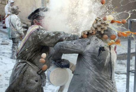 جشنواره جنگ آرد در اسپانیا (گزارش تصویری) | www.campfa.ir