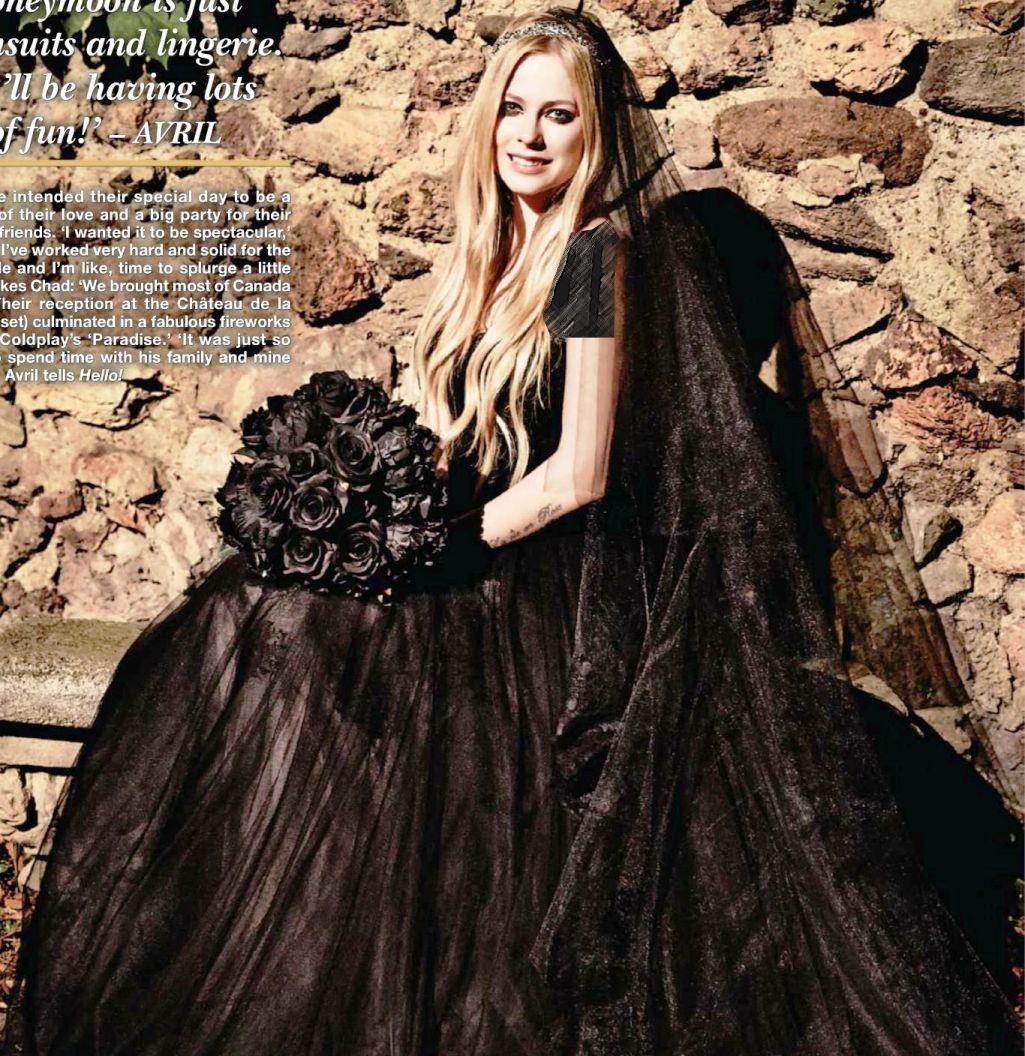 خواننده معروف برای ازدواج دومش لباس عروس سیاه به تن کرد! + عکس