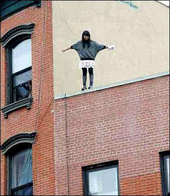 عکسهای از لحظه خود کشی یک دختر ! www.campfa.ir