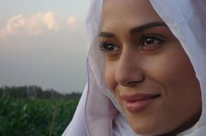پریناز ایزدیار درمورد جراحی زیبایی و مدل بودنش می گوید! www.campfa.ir