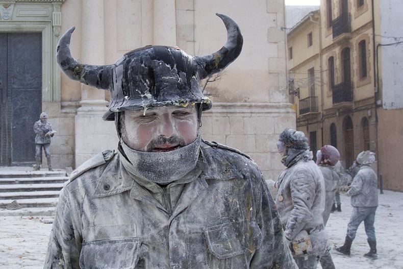 جشنواره جنگ آرد در اسپانیا| wWw.CampFa.ir