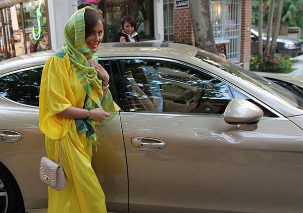4 عکس جدید از الناز شاکردوست و مانتوی زرد رنگش! www.campfa.ir