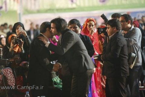 هدیه احمدی نژاد به خواننده مشهور پاپ ، محسن یگانه (+عکس) www.campfa.ir